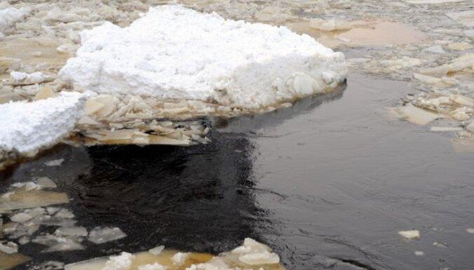 Lielupē pie Mežotnes saglabājušies ledus sastrēgumi