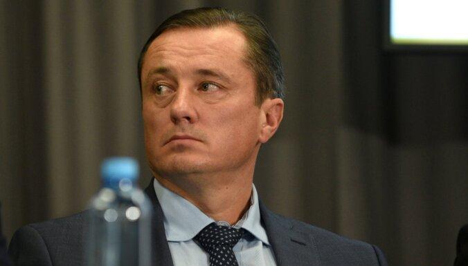 Isakovs divas dienas pirms LFF vēlēšanām pārtrauc darbu valdē
