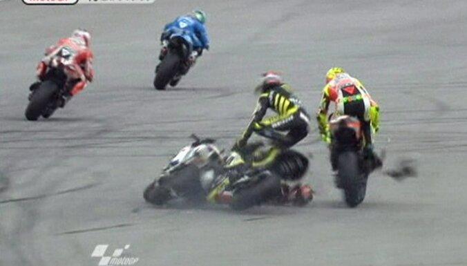 Pēc avārijas miris 'MotoGP' itāliešu braucējs Simončelli