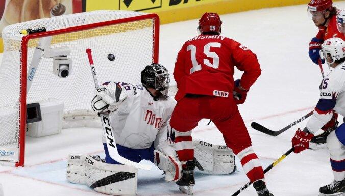 Krievijas hokejisti PČ ievadā skaisti apspēlē norvēģus
