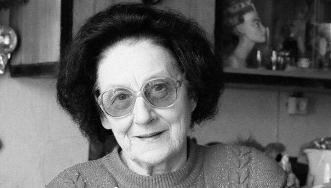 Mūžībā aizgājusi Leļļu teātra ilggadējā skulptore Marga Austruma