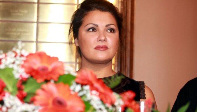 Анна Нетребко официально подтвердила помолвку с азербайджанским тенором
