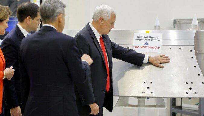 """Пенс прикоснулся к оборудованию NASA, на котором была табличка """"не трогать"""""""