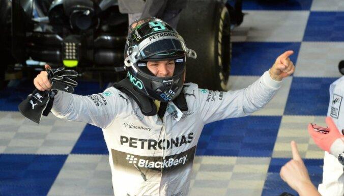 Austrālijā uzvar Rosbergs, uz pjedestāla arī Rikjardo un Magnusens