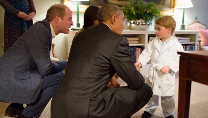 Foto: Mazais britu princis Džordžs apburošā tēlā satiek ASV prezidentu