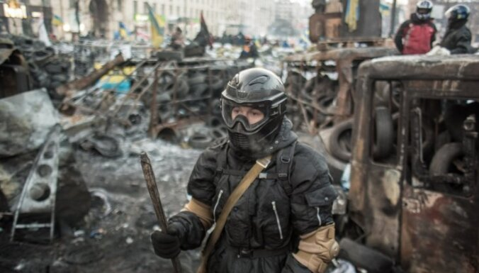Ukrainas parlaments atceļ demonstrācijas ierobežojošos likumus