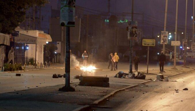 Protestos Tunisijā arestēti simtiem cilvēku
