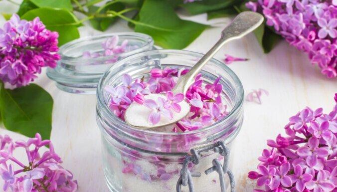 Jūnija romantiskākās un smaržīgākās receptes – septiņas idejas, kā gardi likt lietā ceriņus un liepziedus