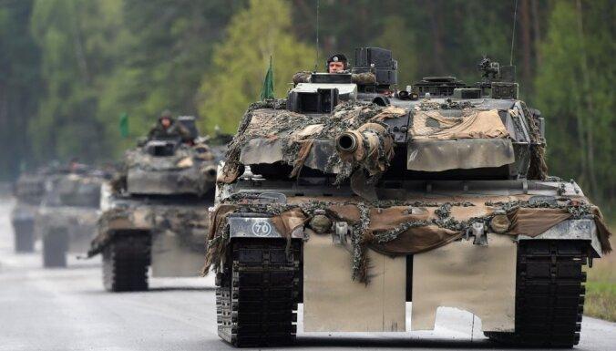 Stoltenbergs: Pa tiltiem, ceļiem un dzelzceļam Eiropā ir jāspēj pārvadāt NATO tankus