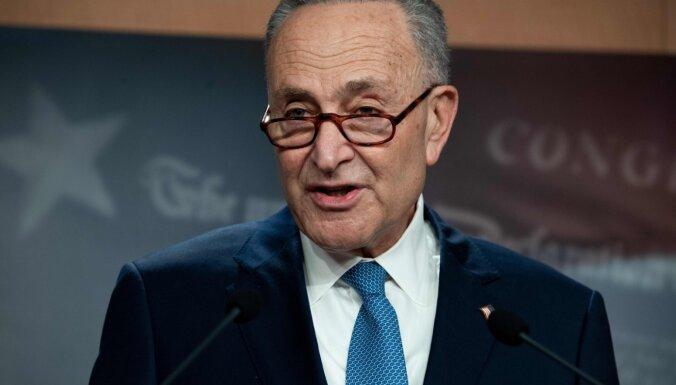 ASV Senāta demokrātu līderis aicina atstādināt Trampu