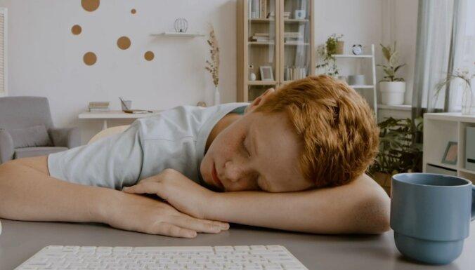 Nē, miegainība nav normāla pavasara parādība. Kad jādodas pie ārsta?