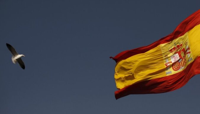 Spānijas pludmalē izskalota nogrimuša narkotiku kontrabandistu kuģa krava