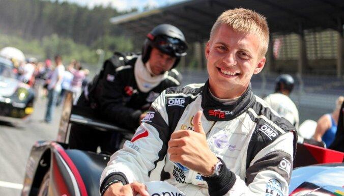 Autobraucējs Calko ar pārliecinošu uzvaru debitē FIA CEZ sacensību seriālā