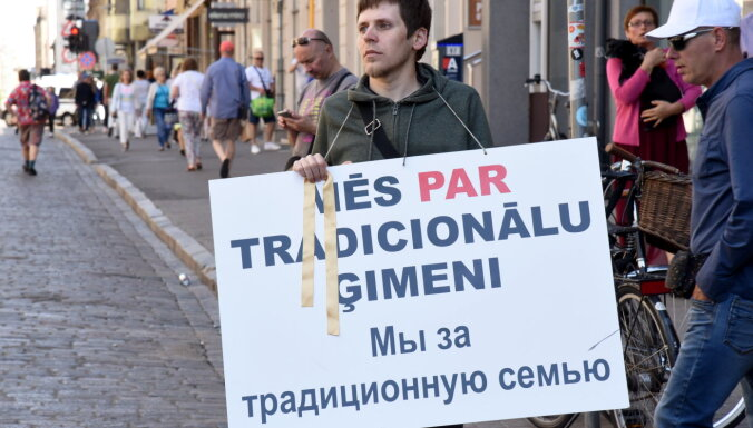 """Защитники """"правильных семей"""". Что за НГО поддерживают поправки к Конституции?"""