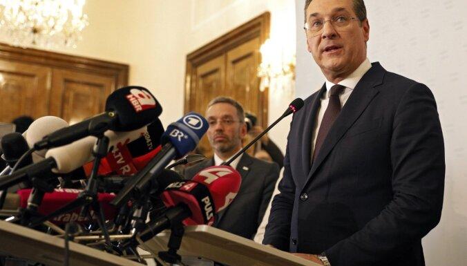Austrijas vicekanclers Štrahe atkāpjas no amata