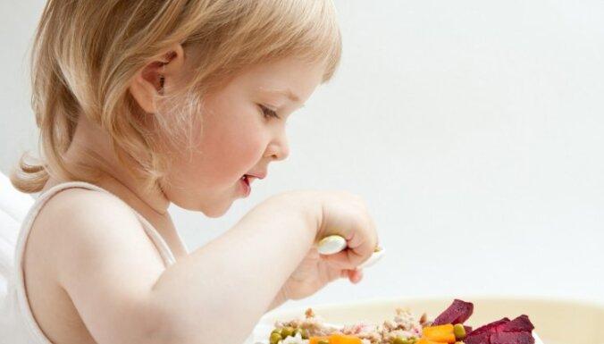 Bērnu slimnīca sola uzlabot ēdināšanas kvalitāti un komunikāciju ar pacientiem
