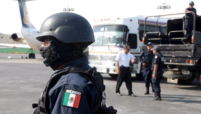 """Банды подростков """"отрезали"""" от мира штат в Мексике"""