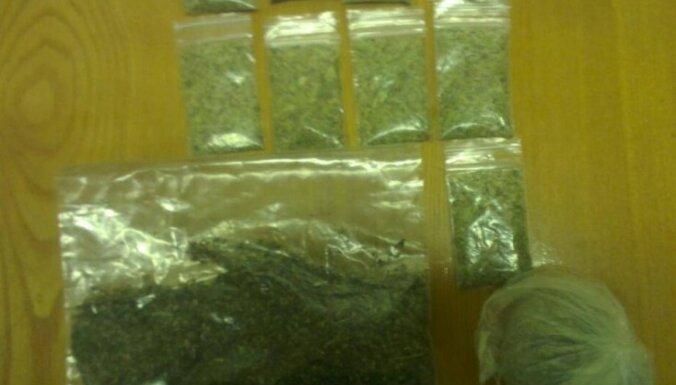 Rīgā pie jaunieša atrod 27 gramus jauno psihoaktīvo vielu