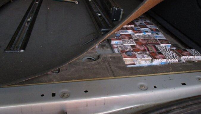 ЧП на границе: пограничники нашли в машине тайник с 35 000 сигарет