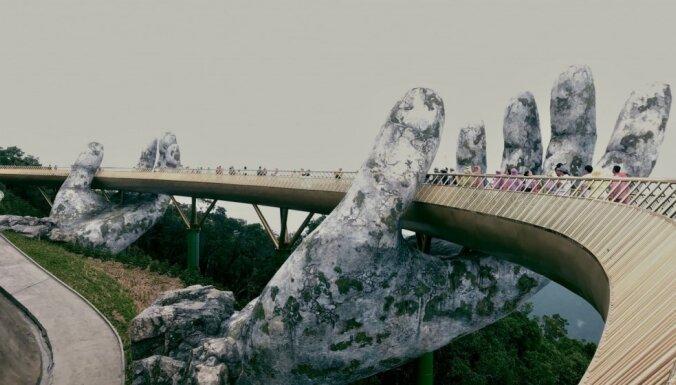 Iespaidīgais tilts Vjetnamā, ko 'tur' divas rokas