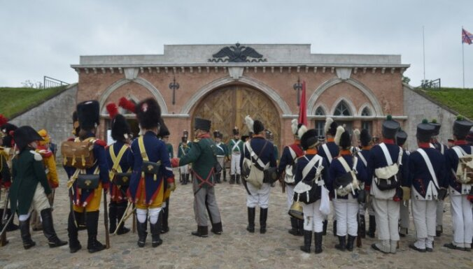 Foto: Daugavpils cietoksnī rekonstruēts vērienīgs Napoleona armijas uzbrukums