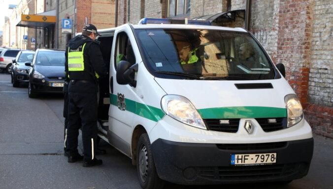 Муниципальных полицейских премируют за отказ принять взятку
