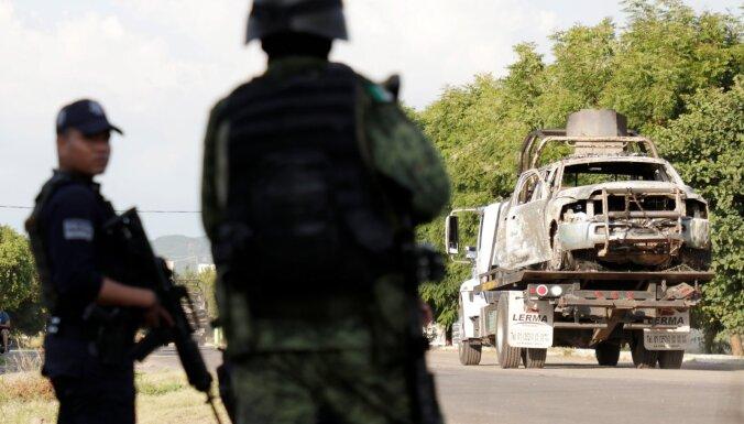 Gangsteru sarīkotā apšaudē nogalināti 14 Meksikas policisti