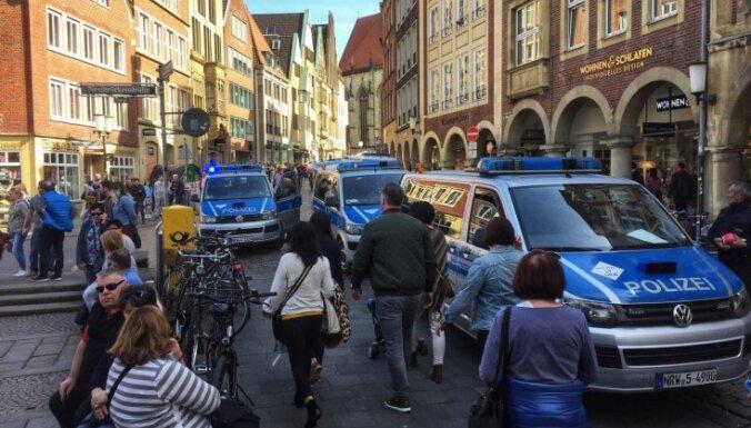 Vīrietis, kurš Vācijā ar auto ietriecās pūlī, nesen mēģinājis izdarīt pašnāvību
