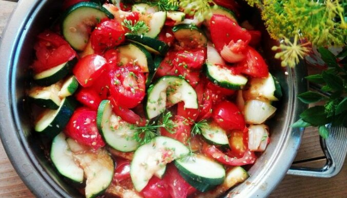 Liesais kabaču-tomātu sautējums ar adžiku – gatavs 15 minūtēs