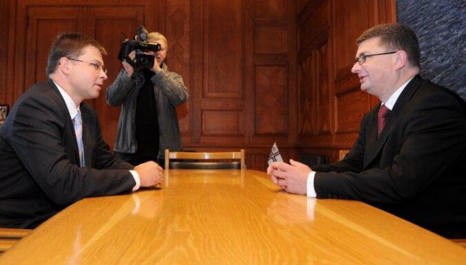 SAB vadītāja meklējumi: premjers pārliecināts par Saeimas atbalstu Maizītim