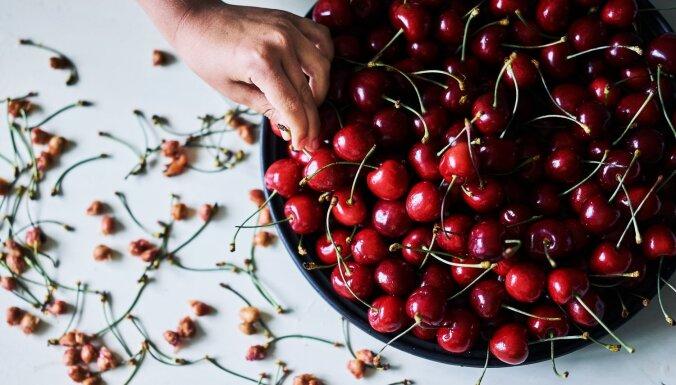 О фруктовых диетах, сухофруктах и смузи. Специалист по питанию развеивает популярные мифы