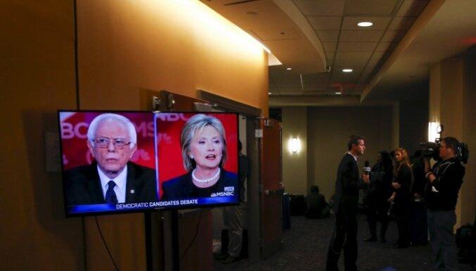 Sanderss gandrīz panācis Klintoni, liecina aptaujas