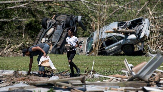 Foto: viesuļvētru posta darbi ASV dienvidos