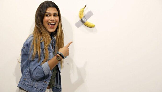 'Banānu kari' mākslā: provokatīvi mākslas darbi ar banānu centrā