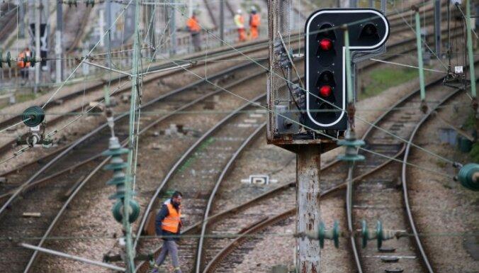 Francijas dzelzceļa darbinieki draud pastiprināt streiku