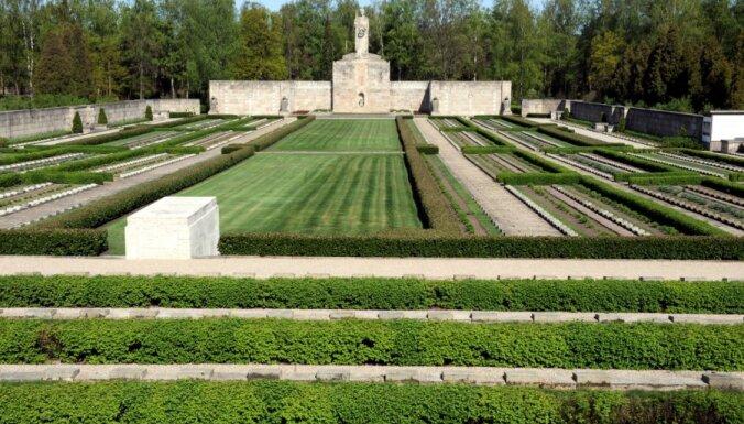 Četros gados saziedoti 167 000 eiro Rīgas Brāļu kapu Noslēdzošās sienas restaurācijai