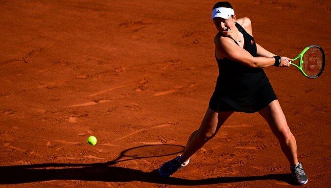 Ostapenko iekļūst 'French Open' dubultspēļu sacensību trešajā kārtā