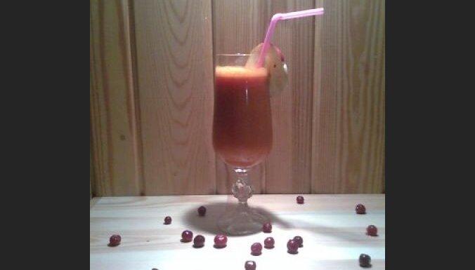Burkānu un dzērveņu kokteilis. Foto: Marta Rudzīte
