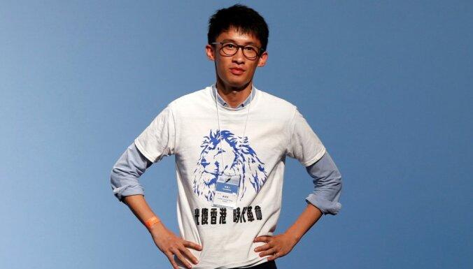 Honkongā pirmo reizi ievēlēti jauni pret Ķīnu noskaņoti politiķi