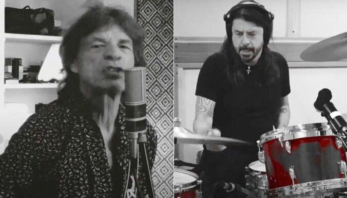 ВИДЕО: Мик Джаггер и Дэйв Грол записали песню с латвийским микрофоном