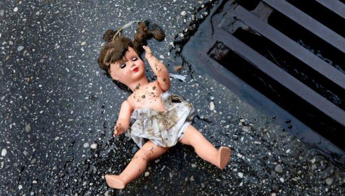Eksperts: Daugavpilī atkritumu konteinerā atrastais jaundzimušais piedzimis dzīvs