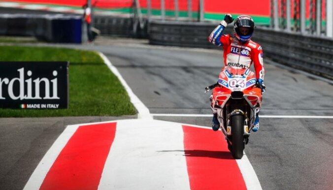 Dovicioso aizraujošā cīņā uzvar 'MotoGP' Austrijas posmā
