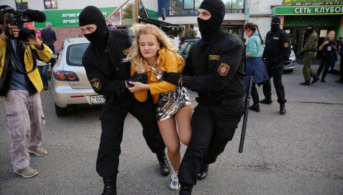 Baltkrievijā aizturētie protestētāji pakļauti sistemātiskai spīdzināšanai, ziņo 'Amnesty International'