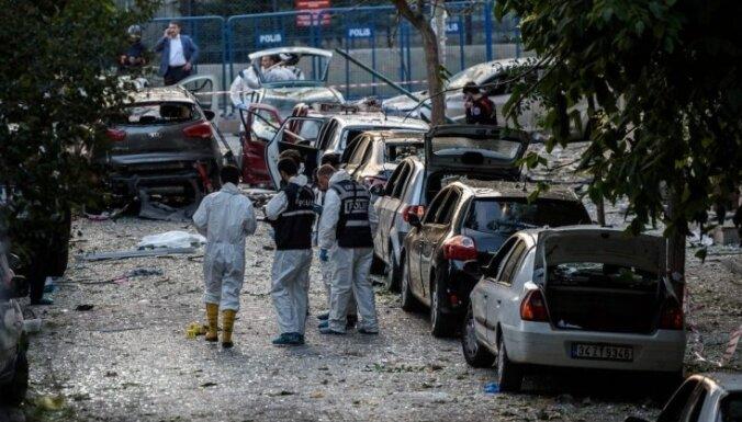 Stambulā sprādzienā pie policijas iecirkņa desmit ievainotie