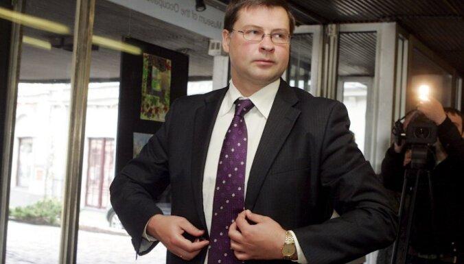 Panākta vienošanās par demogrāfijas atbalsta pasākumiem un par ostu nodokli, saka Dombrovskis