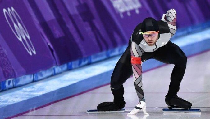 Ātrslidotājs Silovs jau pirmajā Pasaules kausa posmā iekļūst masu starta finālā
