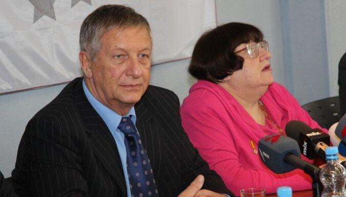 Новодворскую с Боровым не пустили в конференц-зал РД