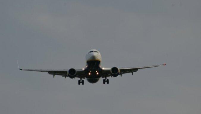 Lidmašīna ceļā no Helsinkiem veic piespiedu nosēšanos Rīgā
