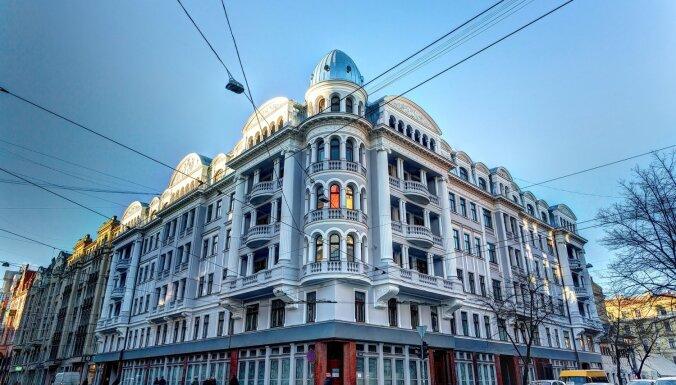 Закрыт двор бывшего здания КГБ в Риге— он стал опасным для посещений