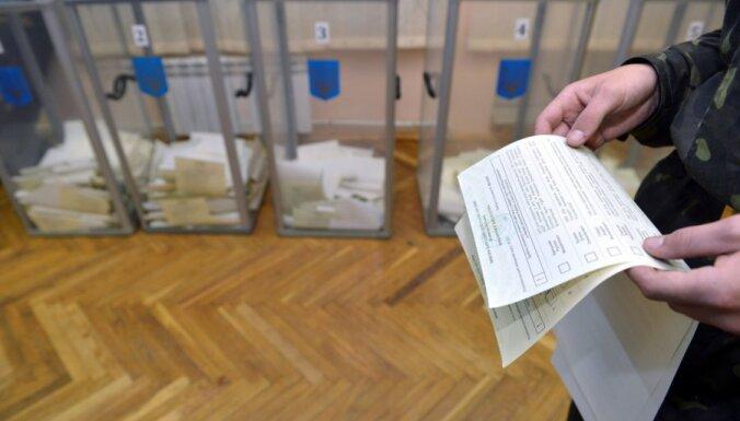 Ukrainā slēdz vienu no vēlēšanu iecirkņiem, lai 'pasvinētu'